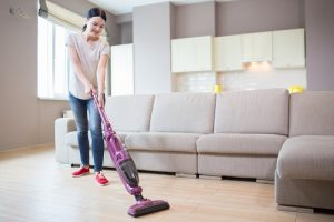 How to use cordless vacuum